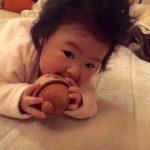 木のおもちゃと赤ちゃん。出産祝い arumitoy
