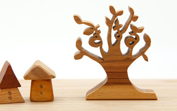 お名前を飾れる木のインテリアにした「お名前ツリー」